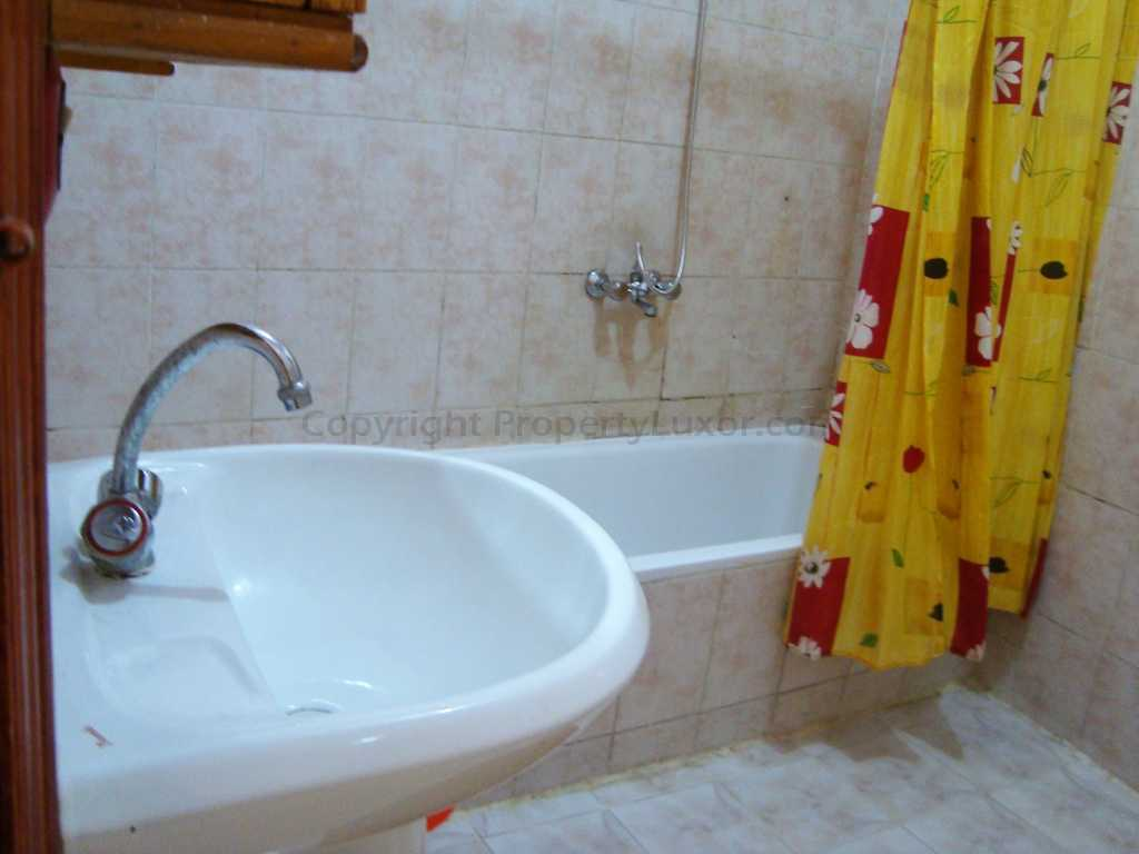 W0005a - Big flat for sale in El Gezira - Bath