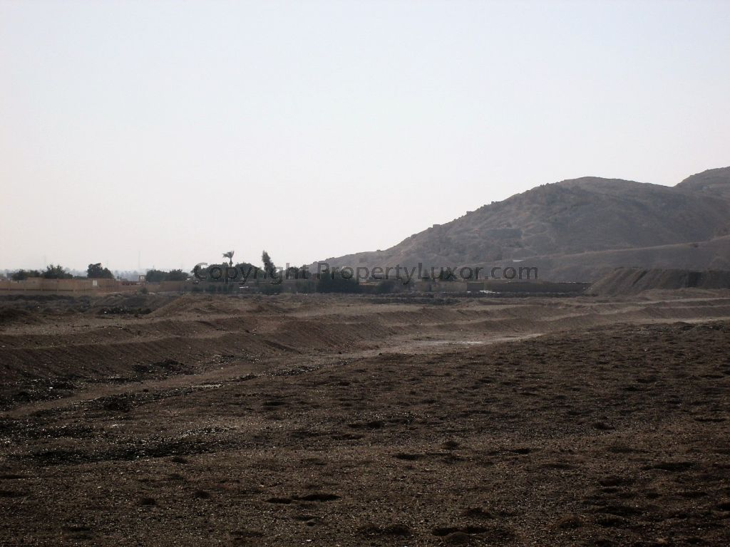 W0119b - View on the Valley of the Kings in Gabawy - Outview