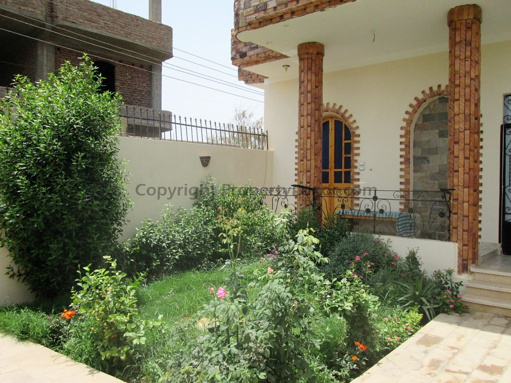 W0132-House for sale in El Gorf-Garden