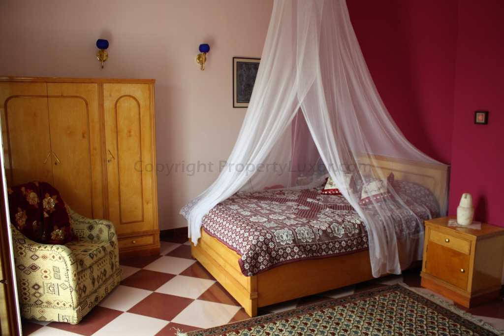 Comfortable villa in Memnon